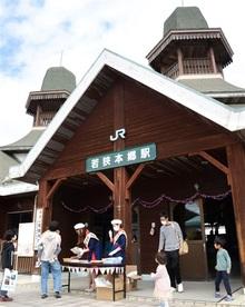 若狭本郷駅祝100歳 おおい、記念催しにぎわう
