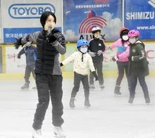 荒川静香さんが敦賀でスケート教室 児童60人にスピンやジャンプ伝授
