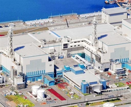 新潟県の東京電力柏崎刈羽原発の6号機(右)と7号機