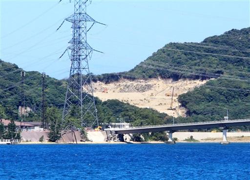 関西電力が再整備している奥浦第2公園周辺。左手前は美浜原発入り口=8月7日、福井県美浜町内