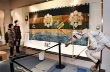 敦賀まつり山車、歴史漂わす装具 市会館で企画展示