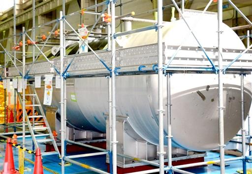 2次系ナトリウムを保管するため搬入されたタンク=福井県敦賀市のもんじゅ