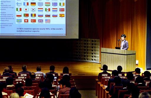 国内外の廃炉の取り組みについて講演などがあった「つるが国際シンポジウム」=11月22日、福井県敦賀市の若狭湾エネルギー研究センター
