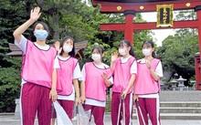 おもてなし隊に高校生の力 敦賀市内3校、120人期間限定参加 名所清掃、観光客見送り