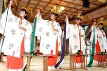 豊作祈り 浦安の舞厳か 小浜・加茂神社で例祭 愛らしい「五歳児詣り」も