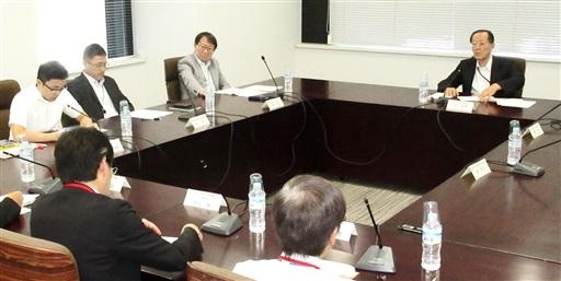 もんじゅの廃炉計画を議題にした原子力委員会の会合=7月10日、内閣府