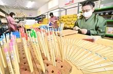 卒園児の名前入り箸、製造ピーク 福井県小浜市の業者、全国から注文