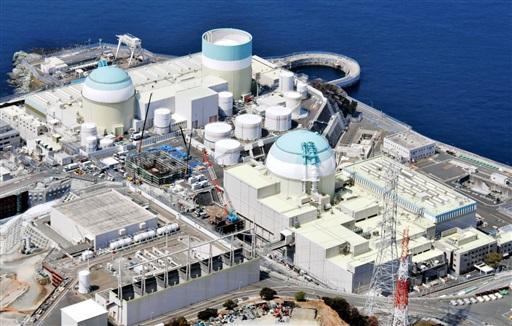 四国電力伊方原発。左から2号機、1号機、3号機=愛媛県伊方町
