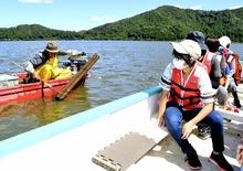 三方五胡ウナギ筒漁を間近で見学 若狭町の70人、うな丼も堪能