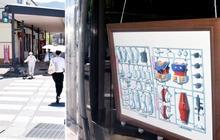 敦賀駅前商店街で不思議なプラモ展 アーケード掲示板を作品や研究の発表の場に