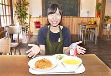 地場野菜、給食気分で 元栄養教諭女性が若狭町・熊川にカフェ 黒板、学校机など教室風の内装に