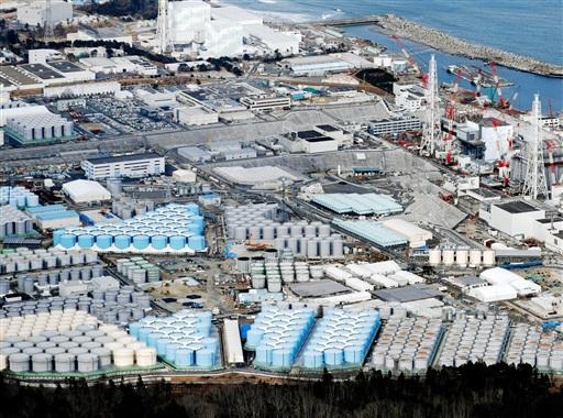 東京電力福島第1原発敷地内に立ち並ぶ、トリチウム水などが入ったタンク=2月